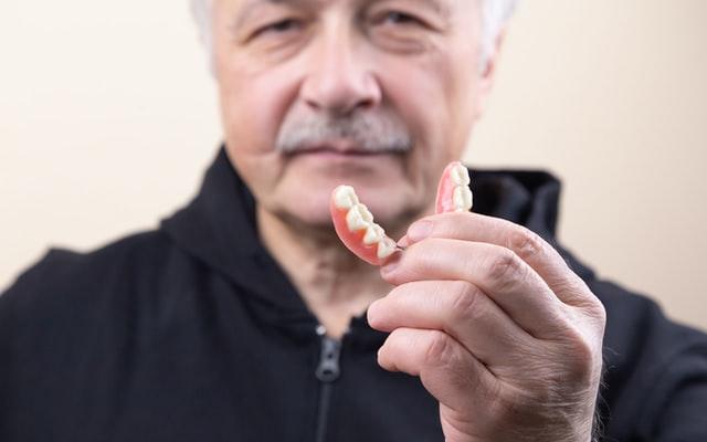 cuidados despues de la colocacion de los implantes dentales