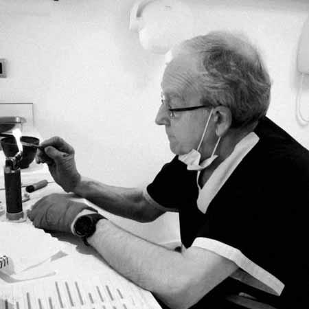 dr-Luis-ortiz-de-urbina-vicente nuestro equipo de odontólogos