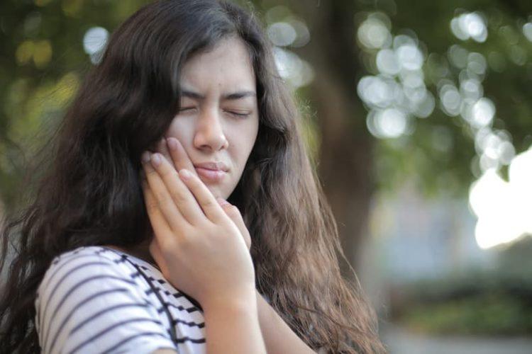 como es el tratamiento de la avulsion dental