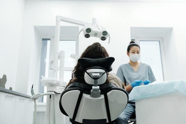 como puede ayudarte tu dentista a dejar de roncar