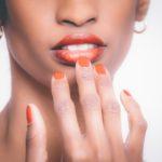 que consecuencias tiene morderse las uñas en tu salud bucal